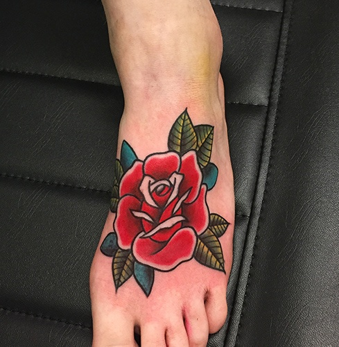 oldschool red rose on foot tattoo-Tattoo Shop Como Vittoria