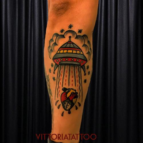 flying-saucer-tattoo-tattoocomovittoriatattoo