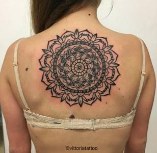 Mandala Tattoo - studio vittoriatattoo via volta 49 Como Italy