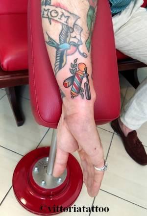 old school barber razor tattoo