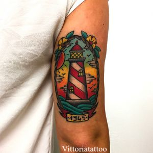 old-school-lighthouse-tattoo-shop-como