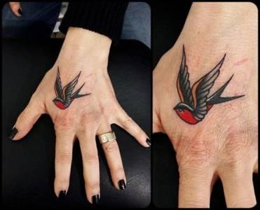 tattoo swallow studio vittoriatattoo a como