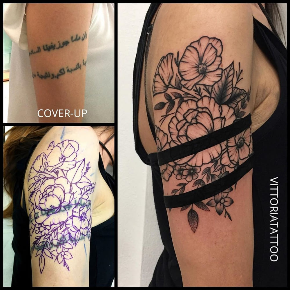 cover-with-black-stripes-and-ornamental-flowers-tattoo como