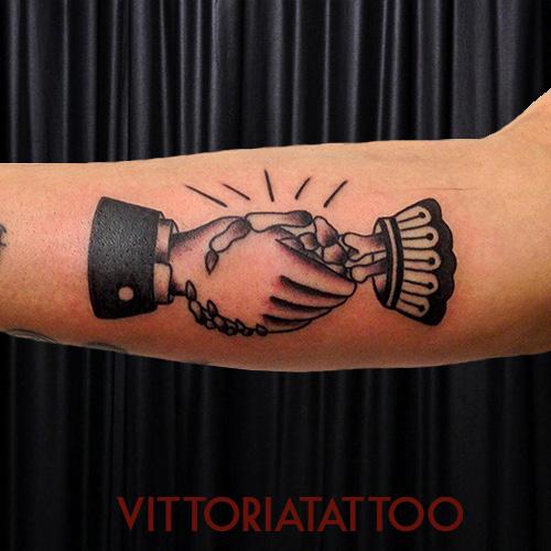 Oldschool handshake tattoo tattoo shop como Italy