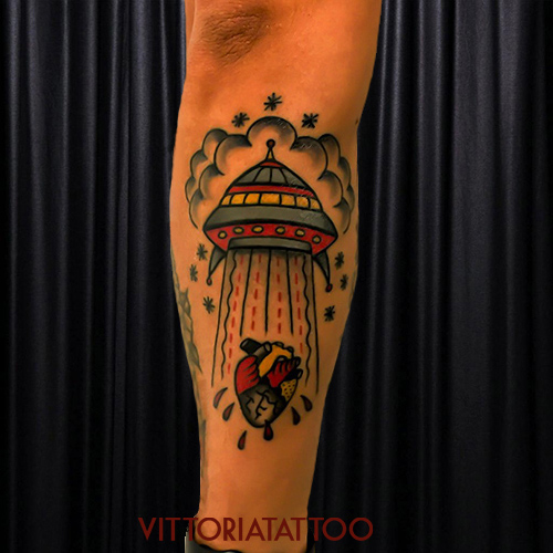 flying saucer tattoo|tattoo como